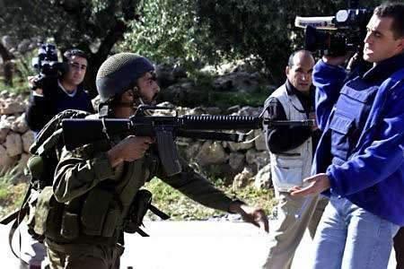 soldat-attaque-journaliste.jpg